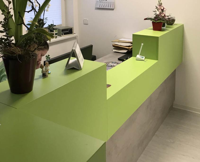 Empfangstresen Theke DSGVO-konform im Empfangsraum einer Arztpraxis, maroc design GmbH